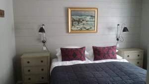Wandvertäfelung in Kiefer gebürstet für Hotelzimmer